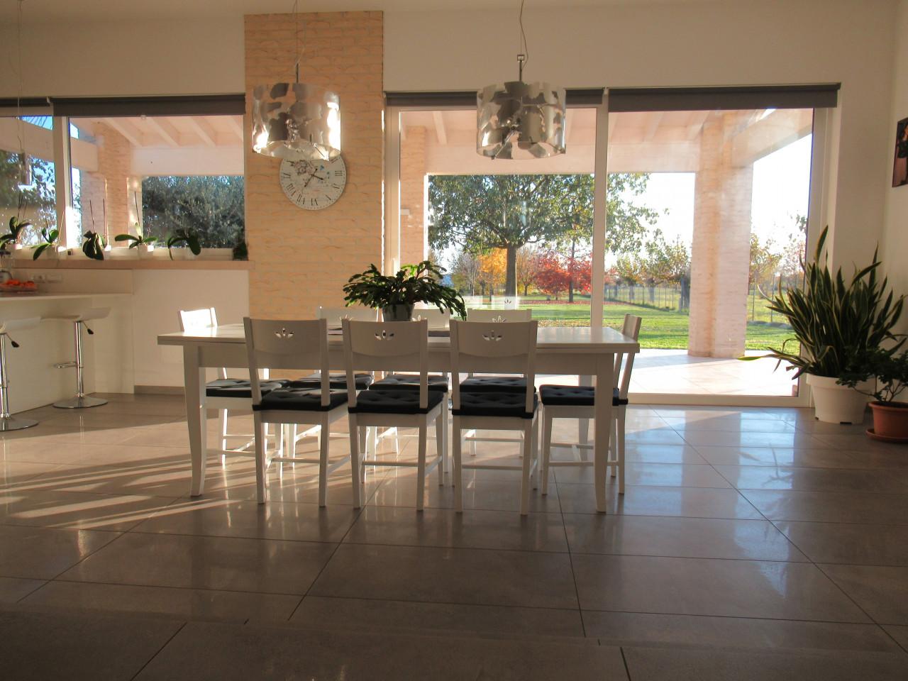 Elegante villa singola - 4 camere 3 bagni 2500 mq giardino - MONTEBELLUNA (TV)