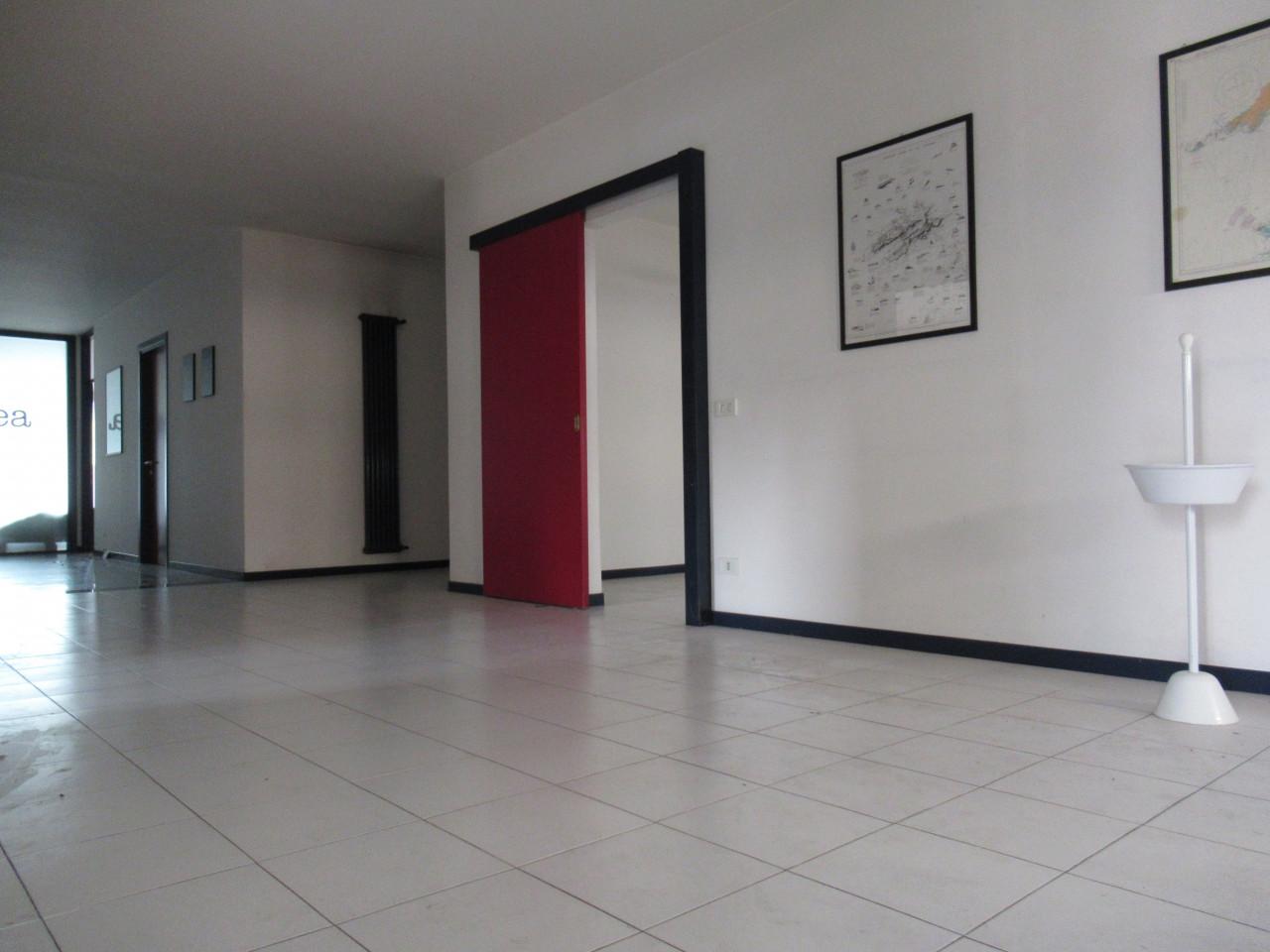 ufficio piano terra - 180 mq - ampio parcheggio - TREVIGNANO (TV)