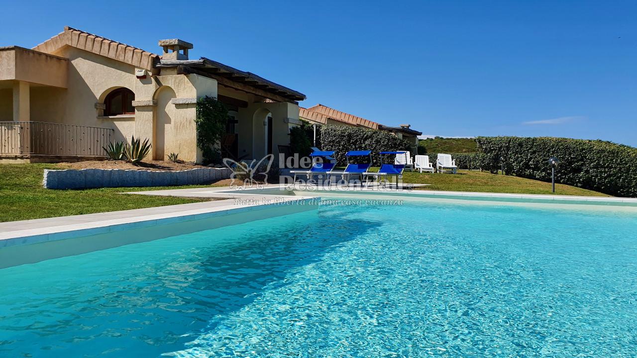 Bellissima villa con piscina privata e meravigliosa vista mare. WIFI