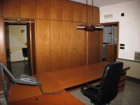Vendesi Ampio Ufficio Di Ca. 110 Mq. Al Piano Terra , Fronte Strada , Zona Tribunale