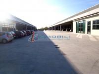 - Immobile costituito da mq. 589 ca. al piano terra, mq. 412 ca. al 1° piano e mq. 345 ca. di cortil