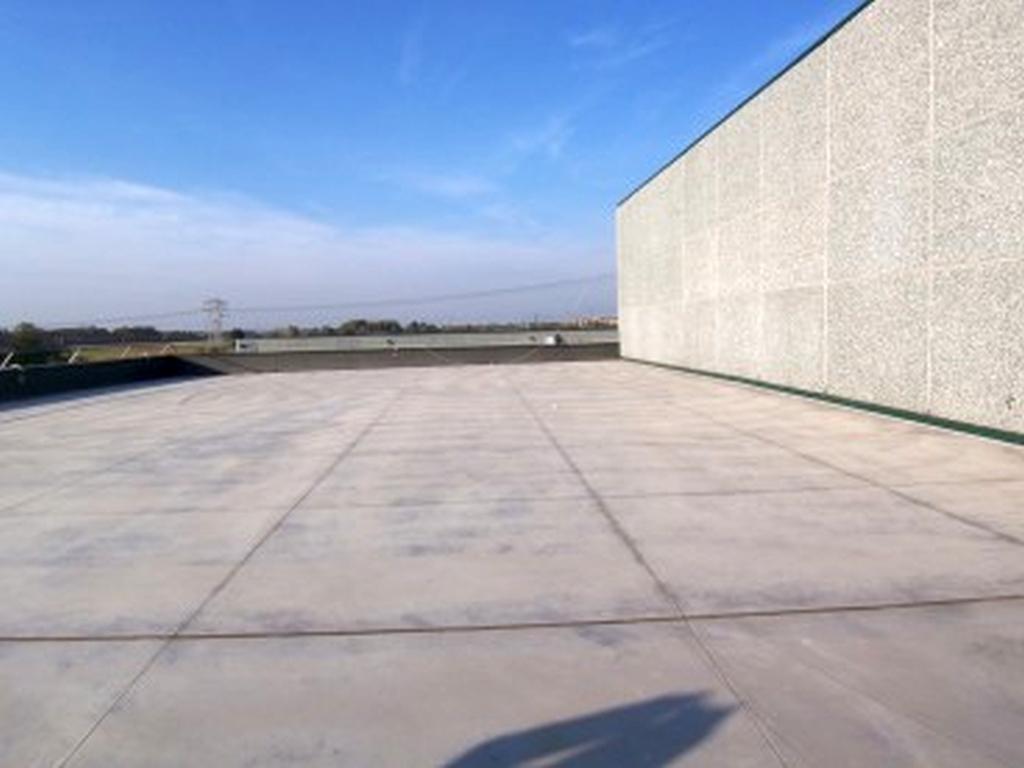 - Immobile costituito da mq. 546 ca. al piano terra + un soppalco già costruito di mq. 185 ca. profo