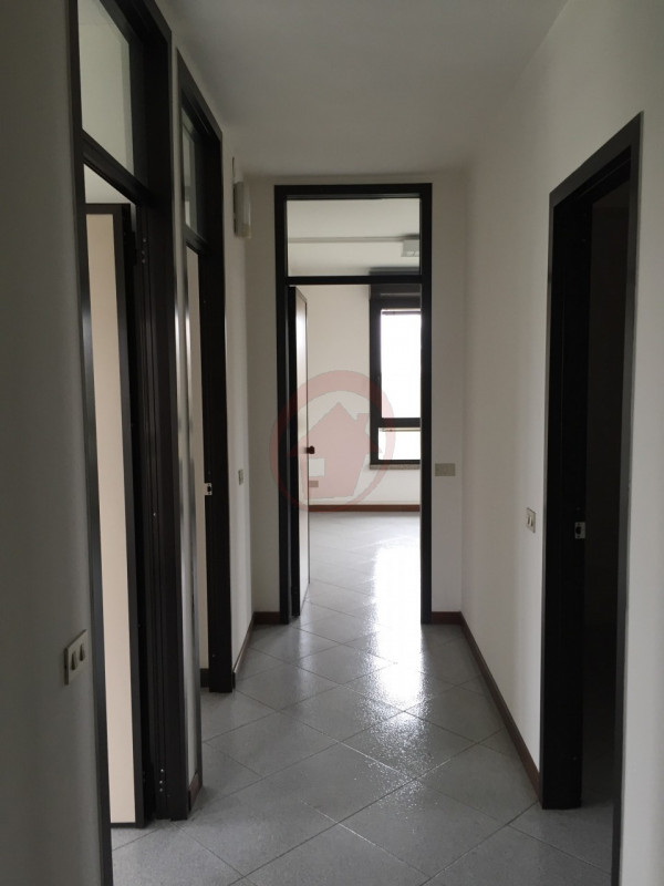 STRA' UFFICI IN LOCAZIONE - https://images.gestionaleimmobiliare.it/foto/annunci/110527/148870/800x800/003__img_4080_wmk_0.jpg