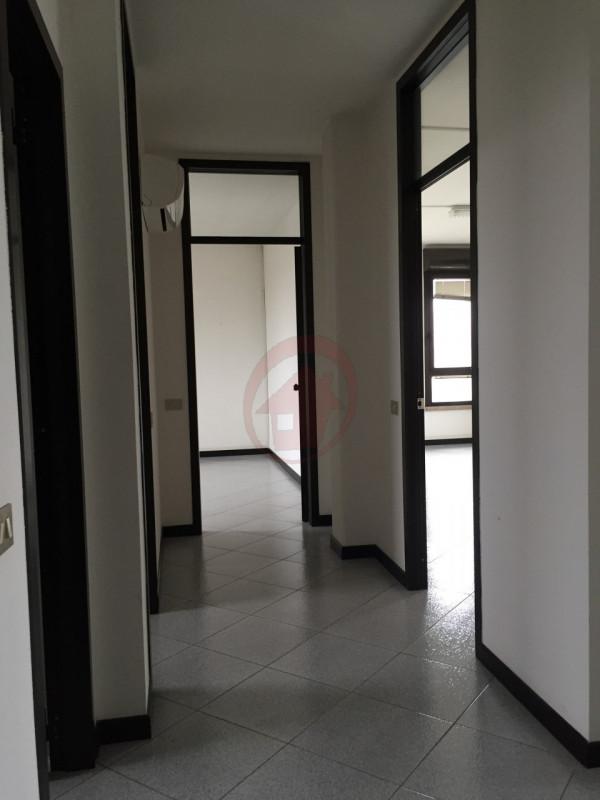 STRA' UFFICI IN LOCAZIONE - https://images.gestionaleimmobiliare.it/foto/annunci/110527/148870/800x800/016__img_4088_wmk_0.jpg
