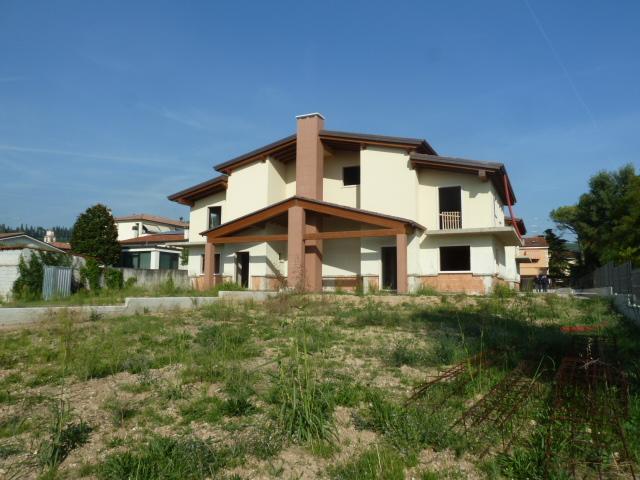 Villa Bifamiliare in vendita a Illasi, 6 locali, zona Località: Illasi, prezzo € 240.000   PortaleAgenzieImmobiliari.it