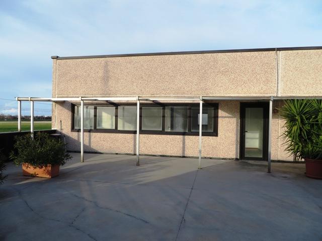 Ufficio / Studio in vendita a Falconara Marittima, 6 locali, zona Zona: Zona industriale, prezzo € 99.000   CambioCasa.it