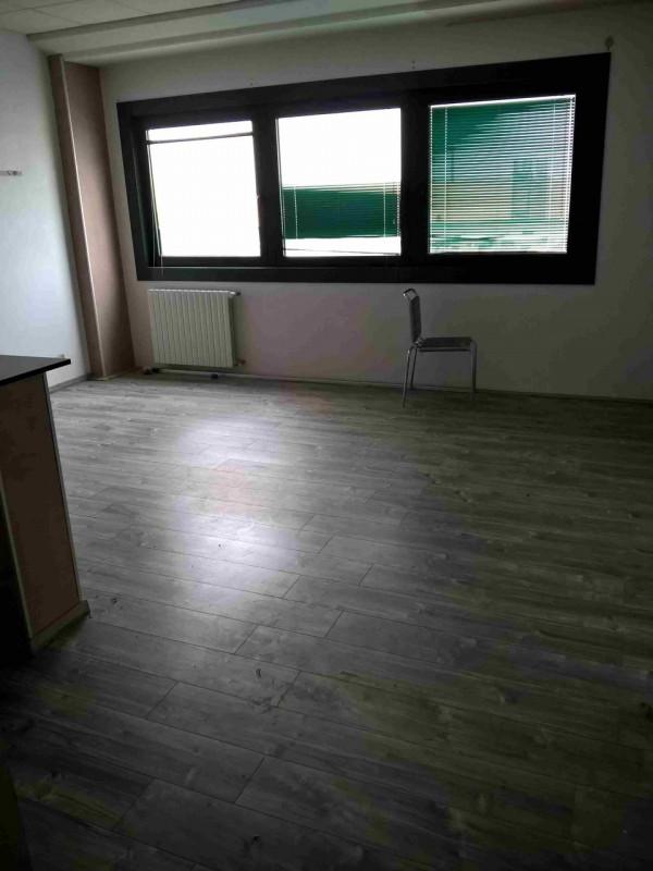 Ufficio / Studio in affitto a Pianiga, 3 locali, zona Zona: Mellaredo, prezzo € 450 | CambioCasa.it