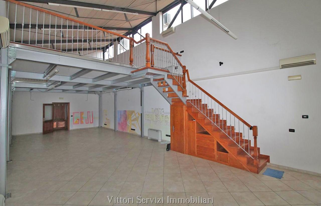 Fondo Commerciale/Direzionale in Siena - zona Toselli