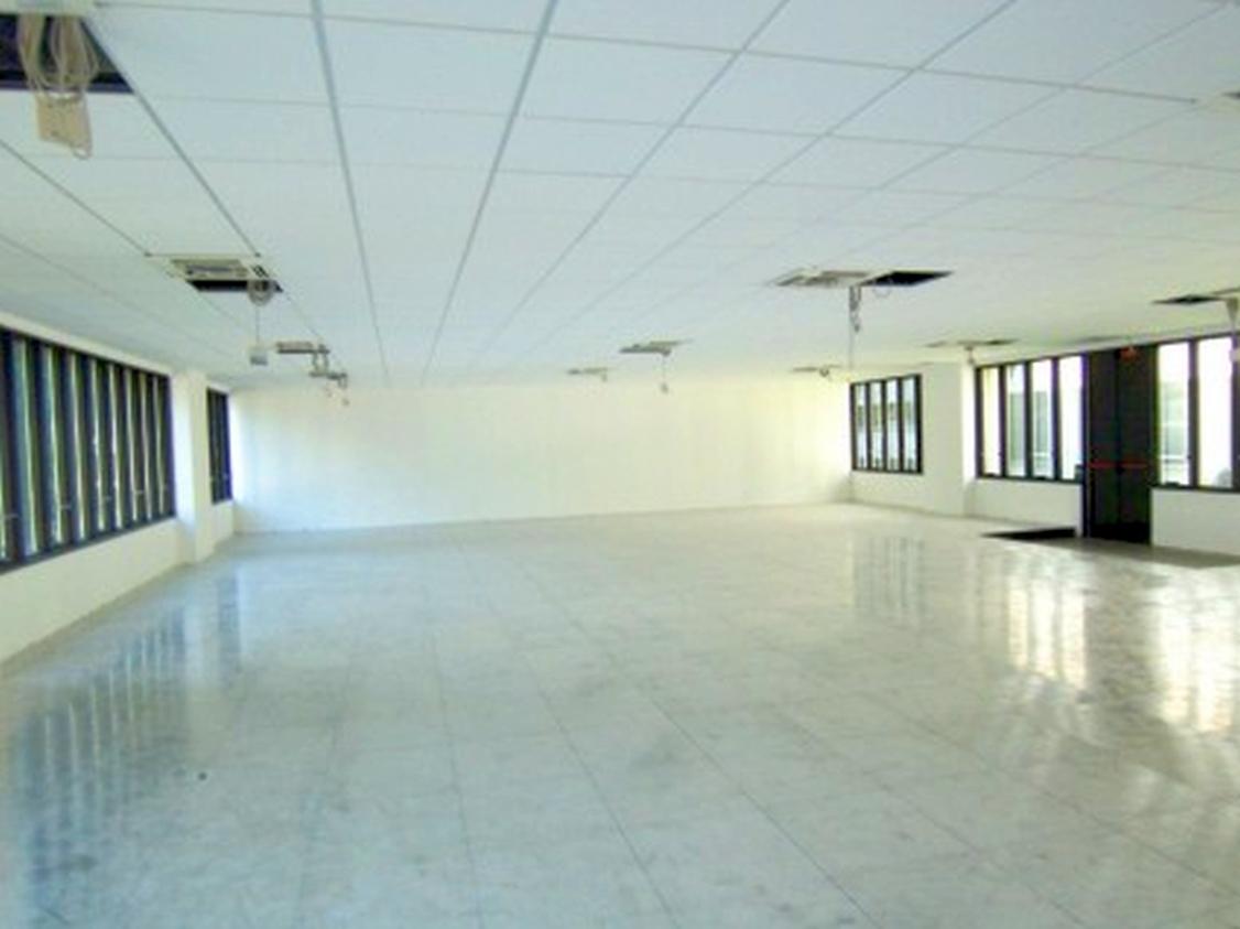 Ufficio open space inserito in Centro Direzionale, dotato di ingresso indipendente, riscaldamento ce