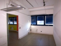Gli uffici, luminosi, sono dotati di condizionamento e riscaldamento autonomo, impianti a norma.