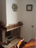 vendesi casa indipendente, con due appartamenti e giardino