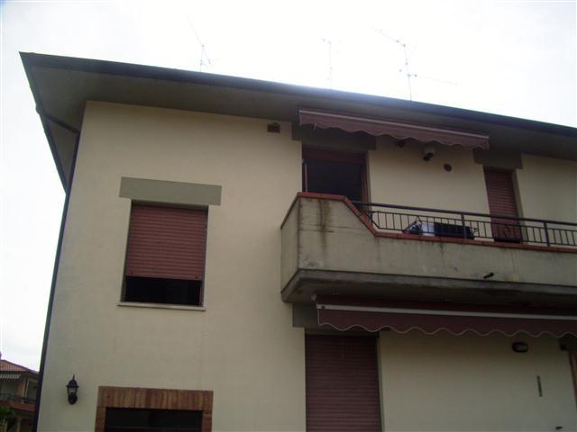 ad Ambra, vendesi appartamento, in bella e tranquilla zona