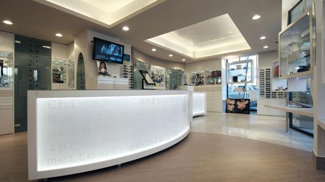NEGOZIO FRONTE STATALE - https://images.gestionaleimmobiliare.it/foto/annunci/141203/736397/800x800/arredamenti-negozio-3.jpg