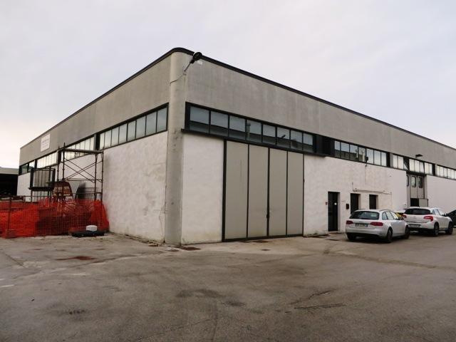 Laboratorio in vendita a Montemarciano, 4 locali, zona Località: Montemarciano, prezzo € 172.000 | CambioCasa.it