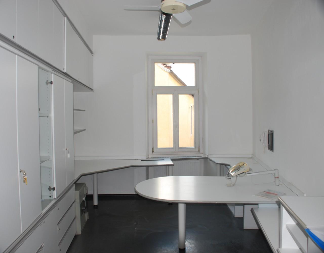 Merano affittasi ampio ufficio - Meran großes Büro zu vermieten