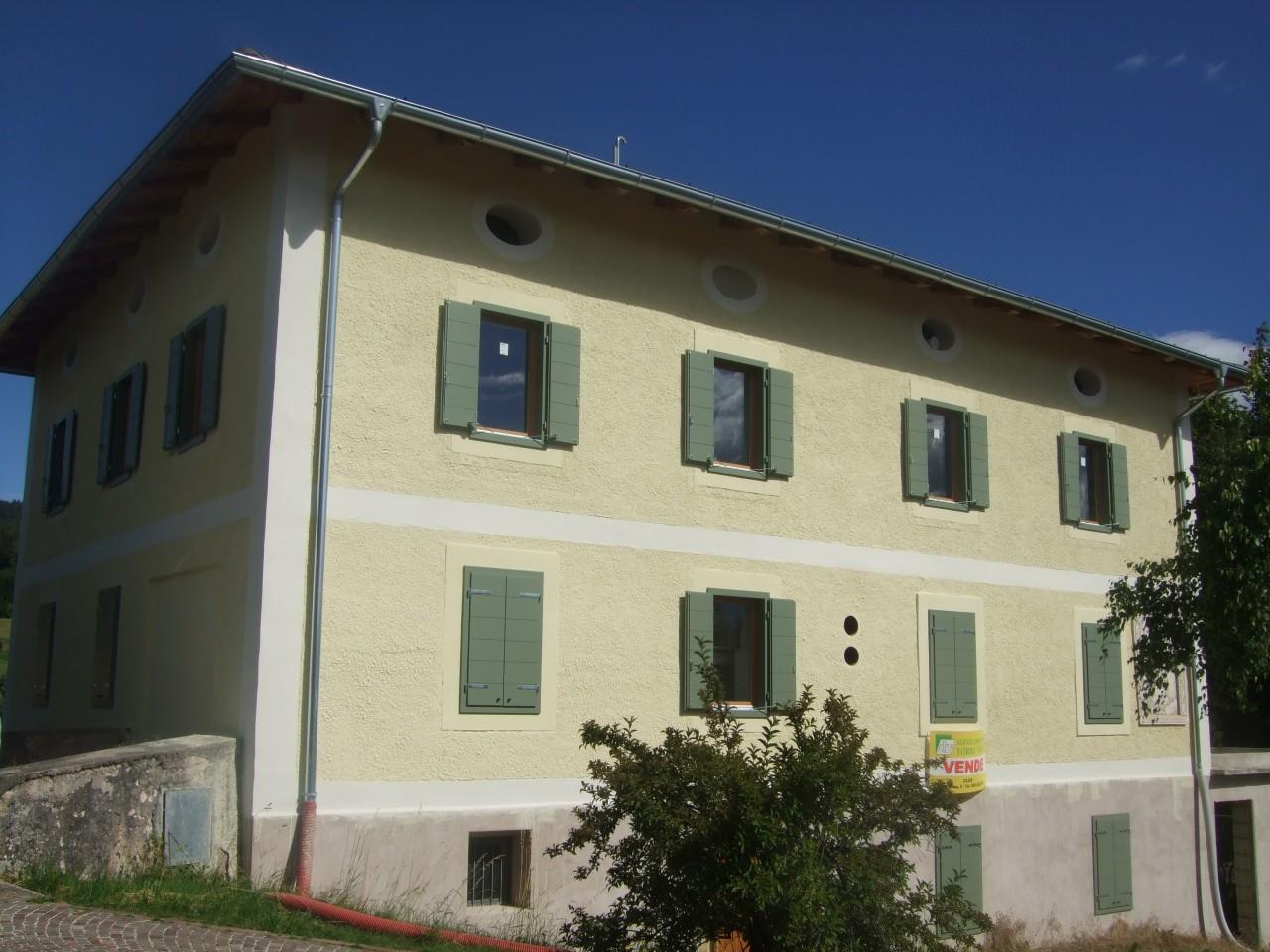 Sfruz - Appartamento in edificio storico in fase di ristrutturazione.
