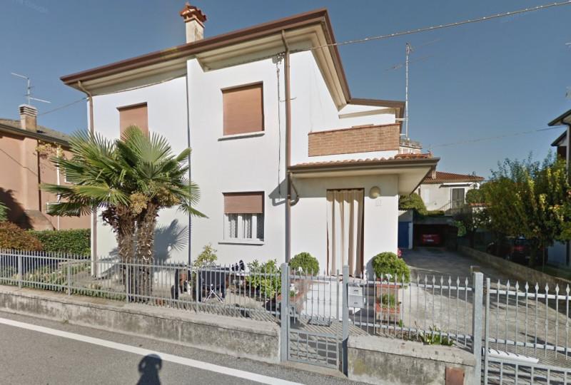 Villa Bifamiliare in vendita a Bovolone, 3 locali, zona Località: Bovolone - Centro, prezzo € 120.000 | CambioCasa.it