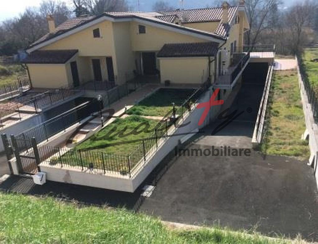Villa angolare indipendente Tivoli Crocetta nuova costruzione con giardino e box auto