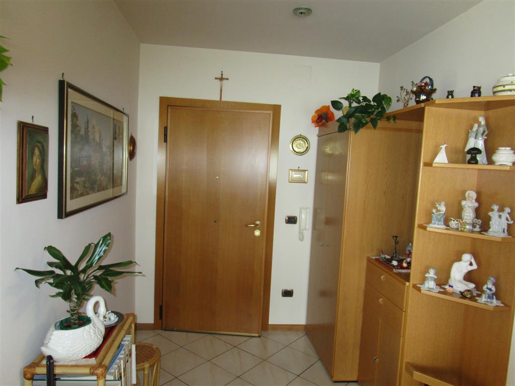 Bolzano Piani, capannone con annesso appartamento