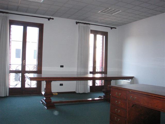 Ufficio / Studio in vendita a Massanzago, 9999 locali, zona Località: Massanzago - Centro, prezzo € 95.000 | CambioCasa.it