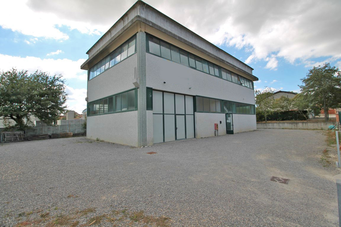 Industrial building for Sale in Torrita di Siena