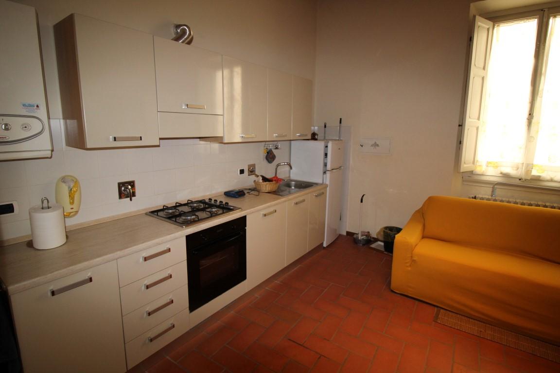 vendesi, nel centro di Montevarchi, appartamento...