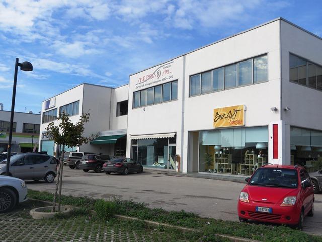 Negozio / Locale in vendita a Fano, 2 locali, zona Località: Fano, prezzo € 440.000 | CambioCasa.it
