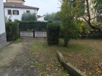 vendesi a Laterina villa, in ottima zona, libera subito
