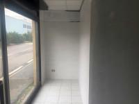 Ottimo immobile con 6 vetrine su strada e copertura nuova cosi composto: capannone di mq 260 ca. con