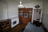 vendesi in frazione del comune, appartamento con ingresso indipendente,