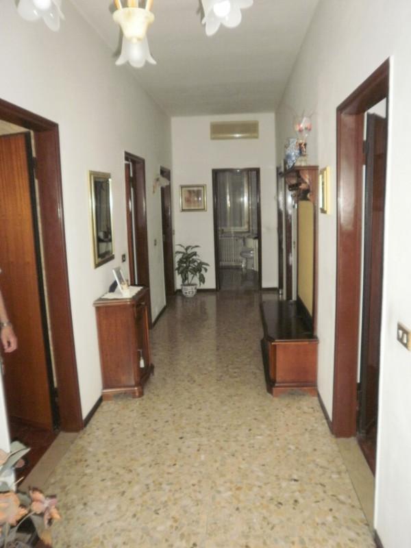 Villa in vendita a Suzzara, 5 locali, prezzo € 175.000 | CambioCasa.it
