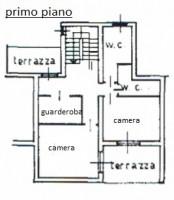 Casa su 4 piani in posizione tranquilla
