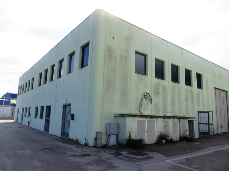 Capannone in vendita a Porto Recanati