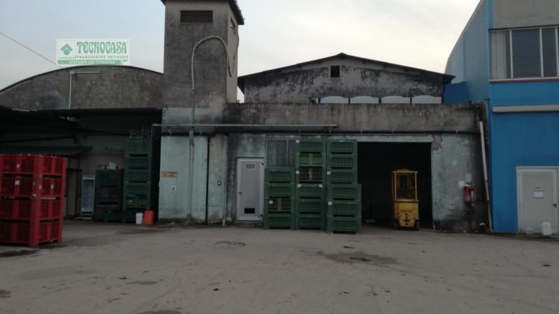 Capannone in vendita a Villafranca di Verona, 9999 locali, zona Zona: Alpo, Trattative riservate   CambioCasa.it