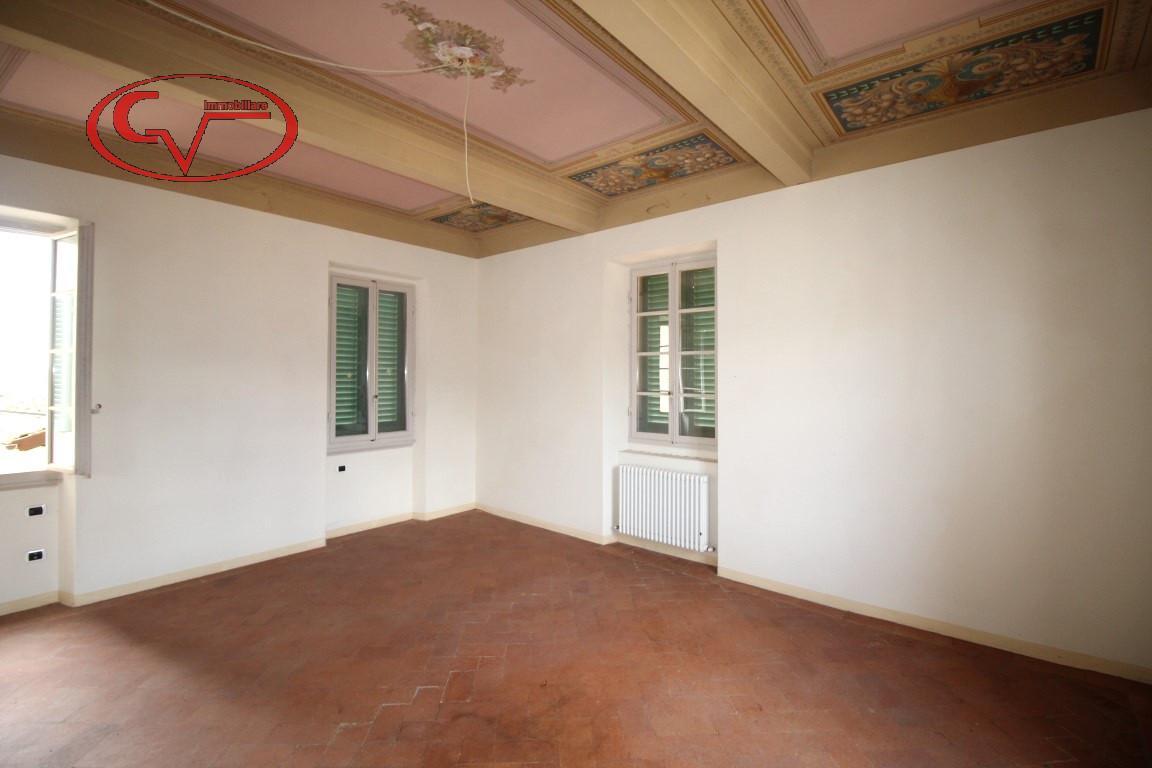 Loro Ciuffenna vendesi prestigioso appartamento