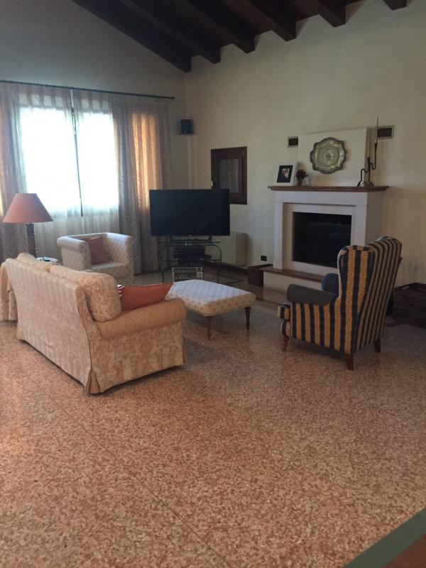 Villa in Vendita a Massanzago