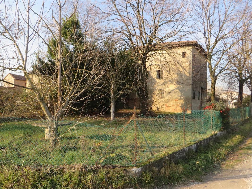 Cervarese S. Croce Rustico c.a. 800 mq. con terreno 3000 mq.