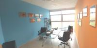 Ufficio dotato di riscaldamento e condizionamento autonomi, controsoffitti in fibra minerale con cor