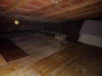 vendesi ad Ambra terratetto in ottime condizioni di manutenzione,