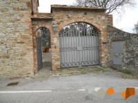 vendesi, nel Comune di Castelnuovo Berardenga, complesso ex colonico