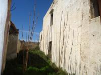 Antico casale con giardino