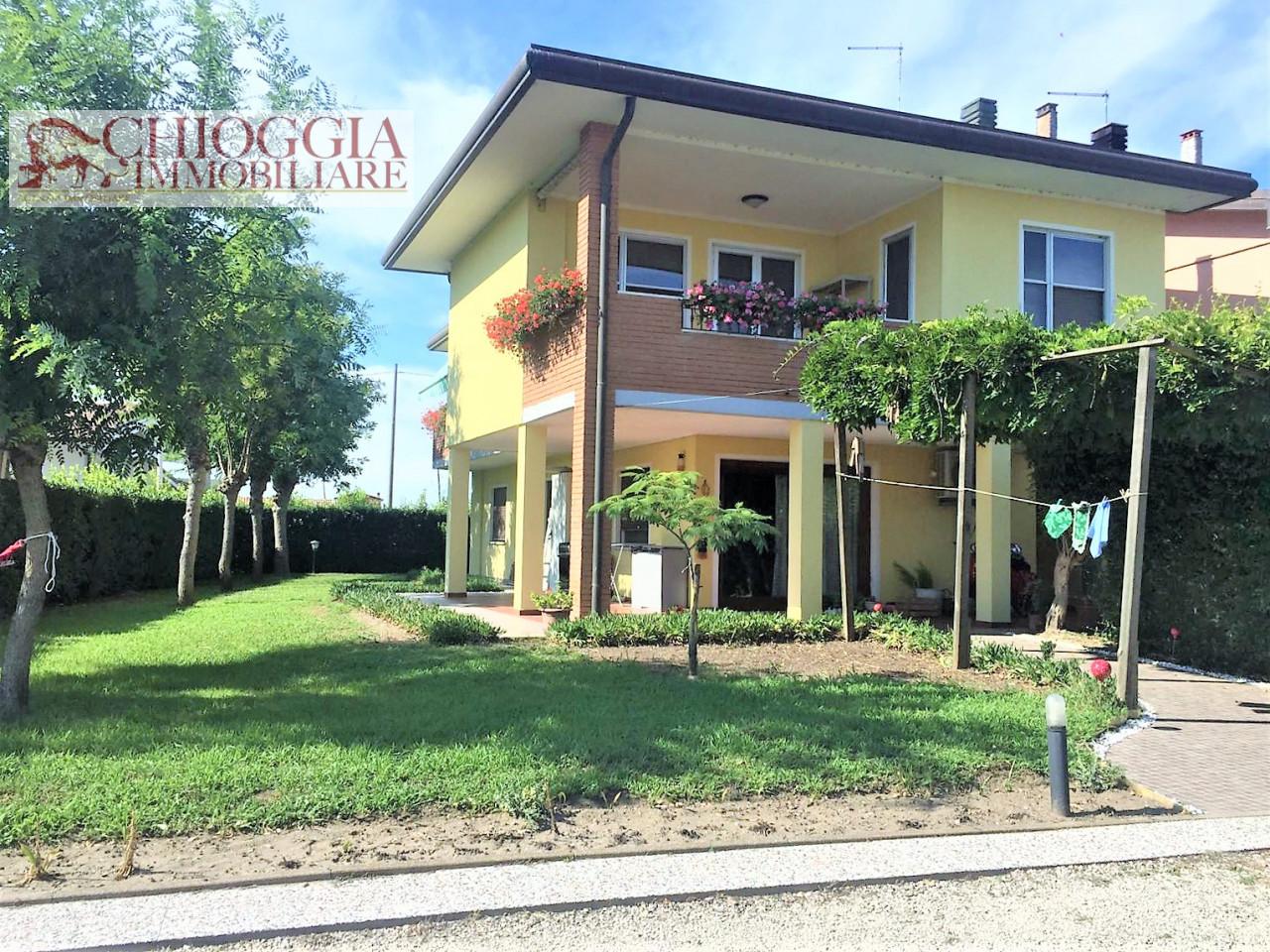 RIF.310 - BIFAMILIARE A CA' LINO. Euro 220.000.