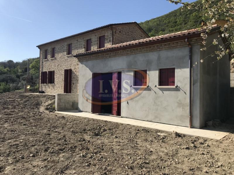 Rustico / Casale in vendita a Cinto Euganeo, 3 locali, zona Località: Cinto Euganeo, prezzo € 490.000 | CambioCasa.it