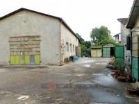 Fabbricato di due alloggi e magazzini