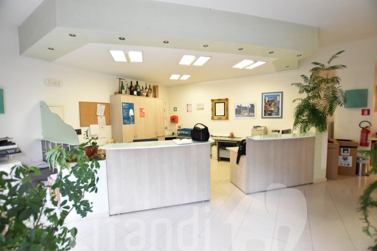 Merano, via B. Johannes: Uffici e magazzino
