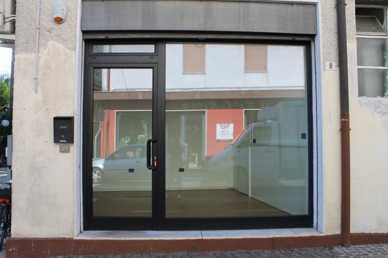 Negozio / Locale in affitto a Mestrino, 9999 locali, zona Località: Mestrino, prezzo € 400   CambioCasa.it