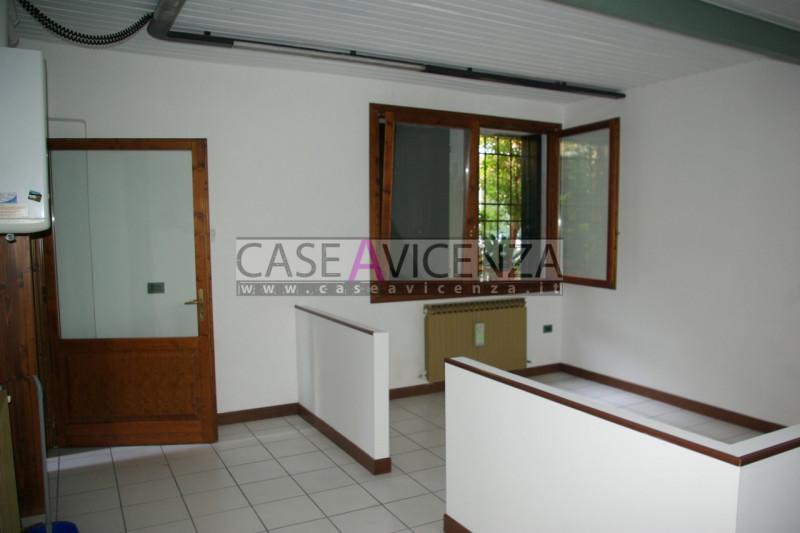 Ufficio / Studio in affitto a Montegalda, 9999 locali, zona Località: Montegalda - Centro, prezzo € 540   CambioCasa.it