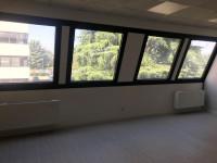 compreso riscaldamento e raffrescamento. Ubicato in Centro Direzionale, uffici con aria condizionata