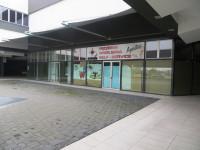 """Vendesi negozio nel centro commerciale """"La Vela"""""""