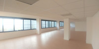 Ufficio posto al 2°, 3° e 4° piano di una palazzina cielo-terra inserita in centro direzionale. Gli